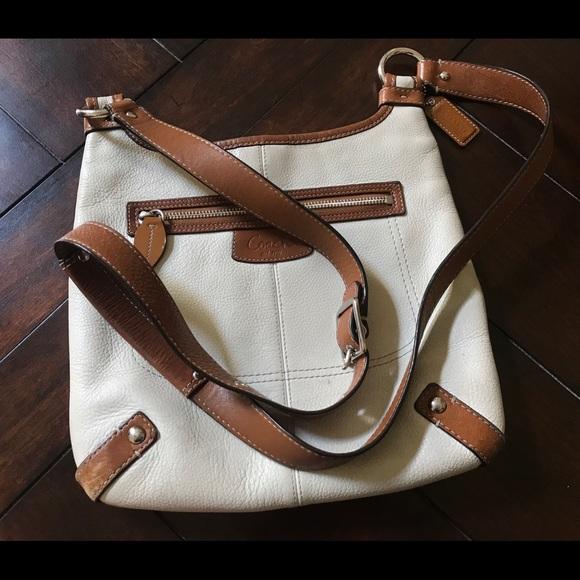 Coach Handbags - 💗Classic Leather Coach IvoryTan Crossbody bag💗